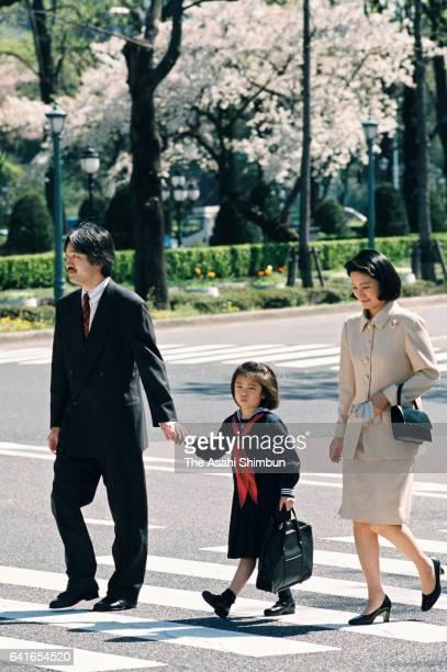 Princess Mako of Akishino walks a cross road with her parents Prince Akishino and Princess Kiko to attend the welcome ceremony of Gakushuin...