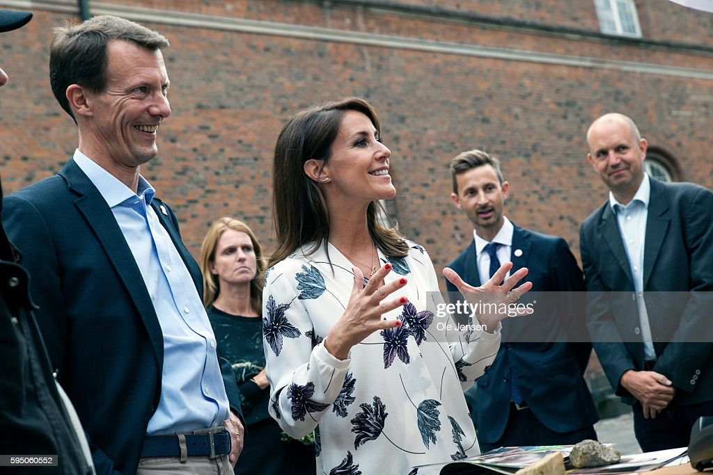princess-marie-and-husband-prince-joachim-talks-to-people-at-the-picture-id595060552