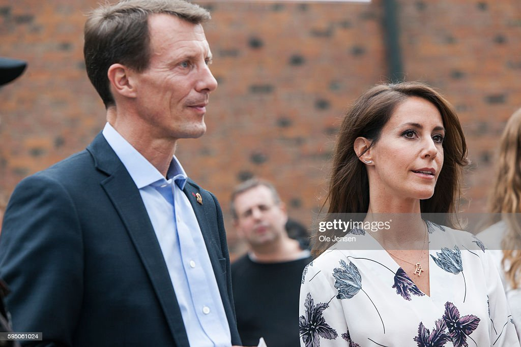 princess-marie-and-husband-prince-joachim-talks-to-people-at-the-picture-id595061024