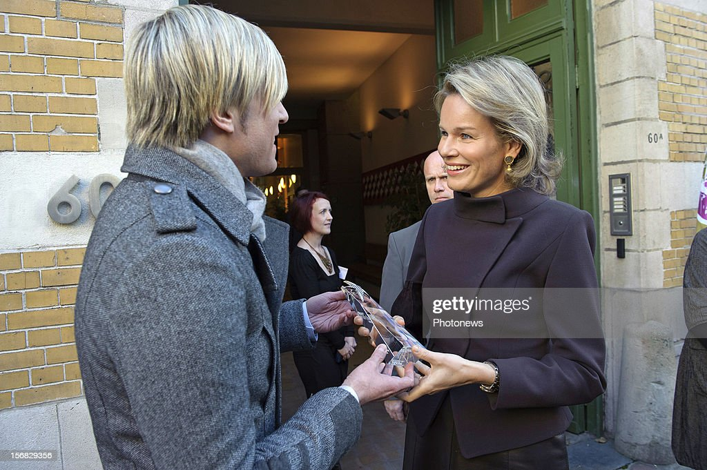 Princess Mathilde of Belgium receives the 'Story Award' from TV personality Showbizz Bart during her visit to the 'Help for Brussels' families' association at the European Symposium on November 22, 2012 in Brussels, Belgium.
