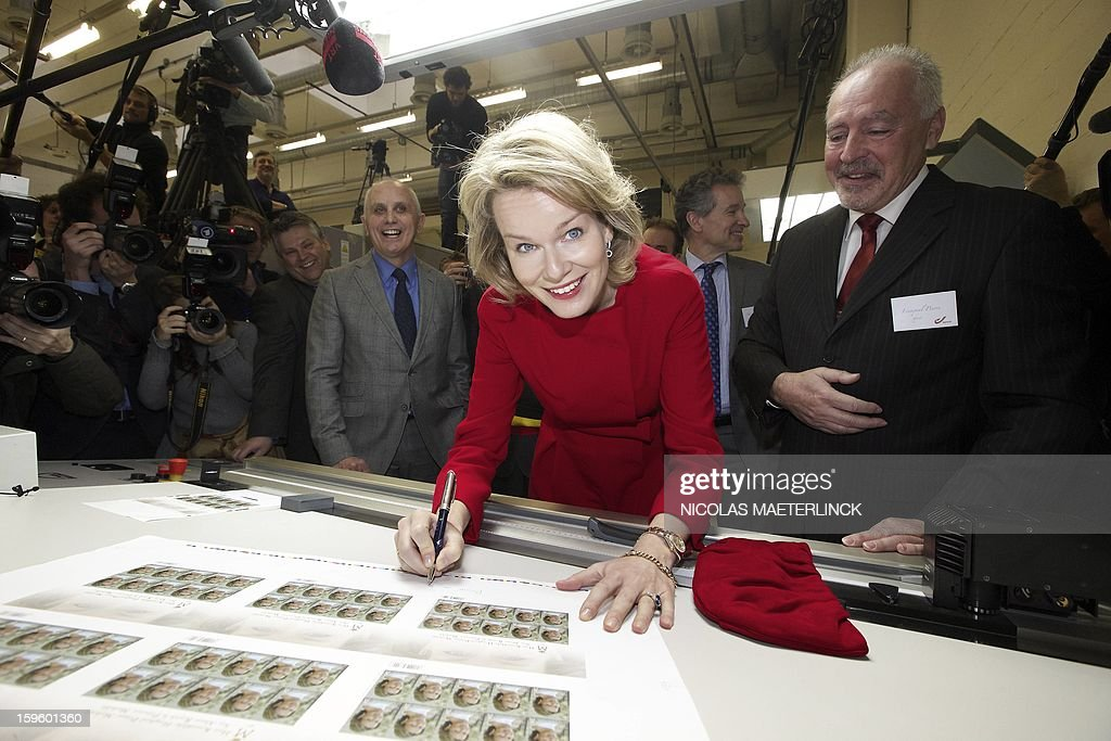 Princess Mathilde of Belgium (C) visits the stamp printing factory of Mechelen, on January 17, 2013. The Belgian post company Bpost will release a special series of stamps to celebrate the 40th birthday of Princess Mathilde of Belgium next January 20. AFP PHOTO / BELGA / NICOLAS MAETERLINCK