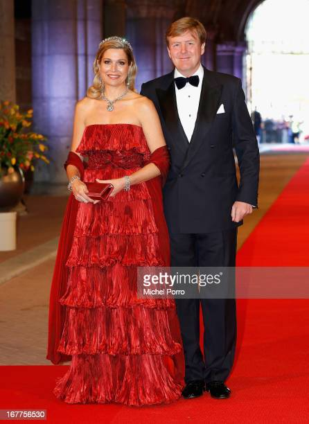 Princess Maxima of the Netherlands and Crown Prince WillemAlexander of the Netherlands arrive at a dinner hosted by Queen Beatrix of The Netherlands...