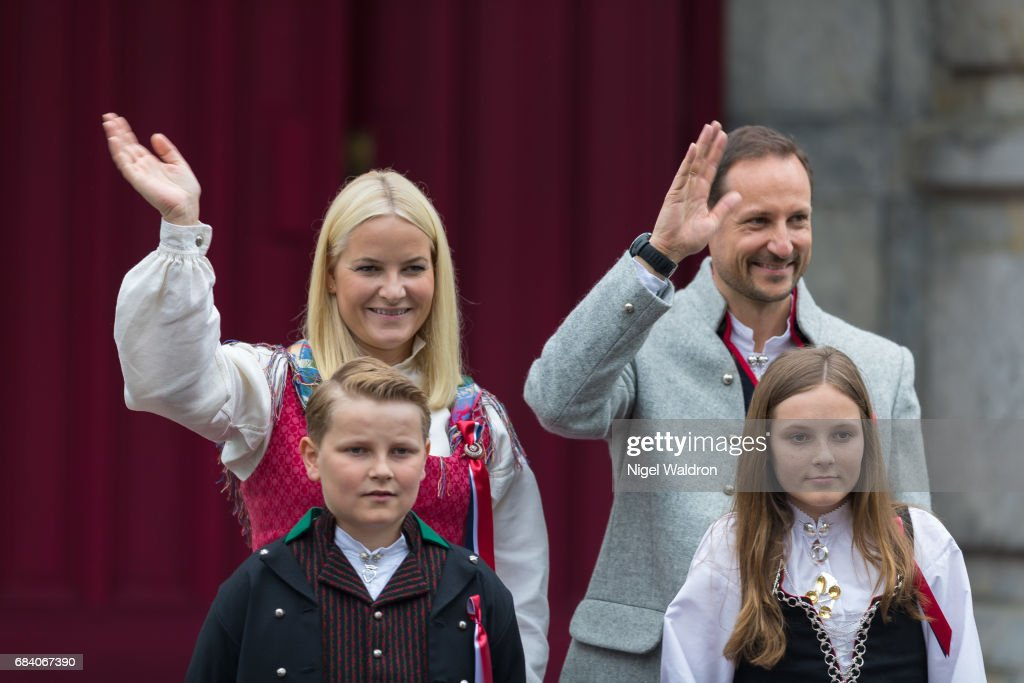 Princess Mette Marit of Norway, Prince Haakon of Norway, Prince Sverre Magnus of Norway, Princess Ingrid Alexandra of Norway greet the children in the parade at their home, Skaugum on Norway's National Day on May 17 2017 in Asker, Norway.