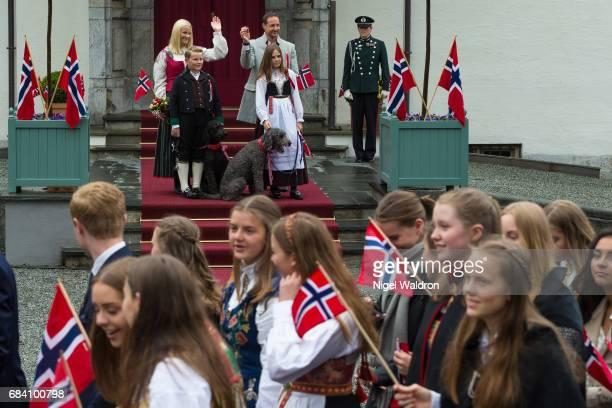 Princess Mette Marit of Norway Princess Mette Marit of Norway Prince Sverre Magnus of Norway Princess Ingrid Alexandra of Norway greet the children...