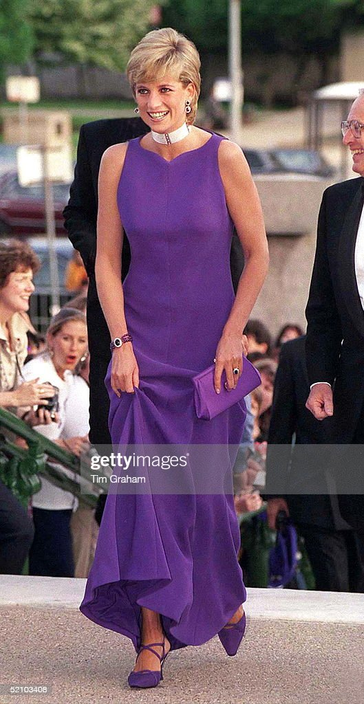 Princess Of Wales In Chicago, USA, Arriving For Gala Dinner At Field Museum Of Natural History. Diana Is Wearing A Dress Designed By Fashion Designer Versace And Shoes By Jimmy Choo