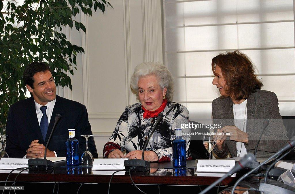 Princess Pilar de Borbon (C) and Luis Alfonso de Borbon present 'Rastrillo Nuevo Futuro 2011' at Telefonica Store on November 14, 2011 in Madrid, Spain.