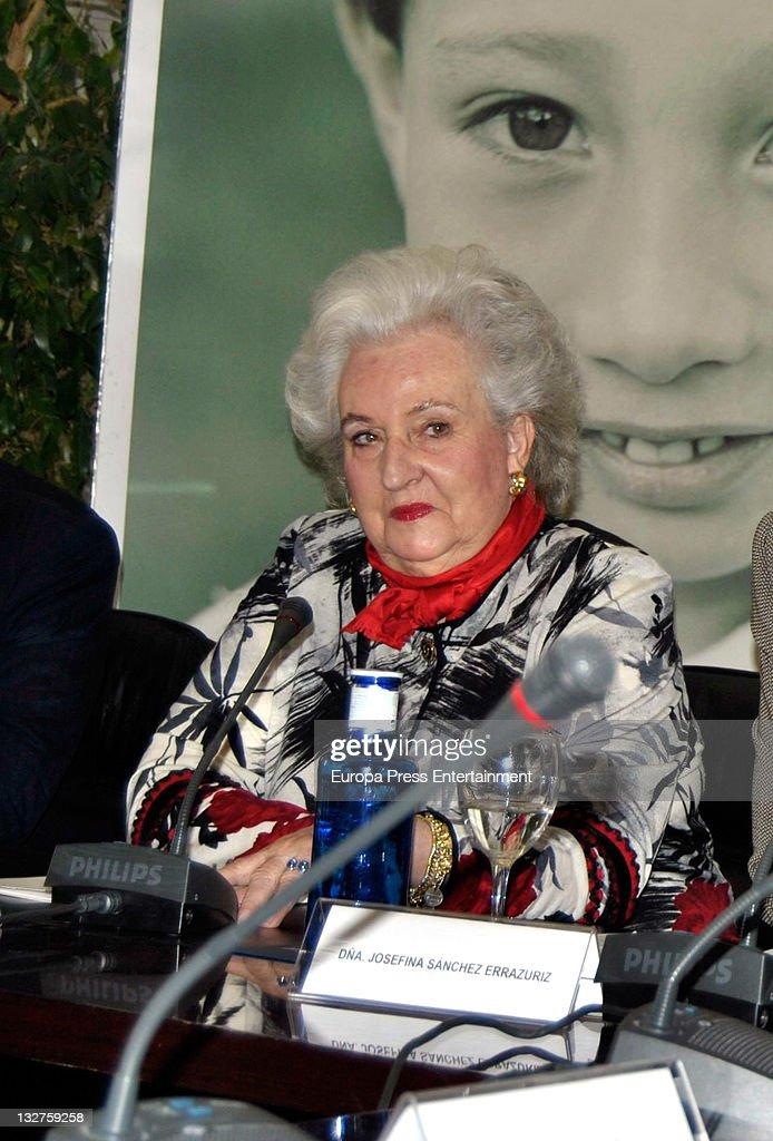 Princess Pilar de Borbon presents 'Rastrillo Nuevo Futuro 2011' at Telefonica Store on November 14, 2011 in Madrid, Spain.