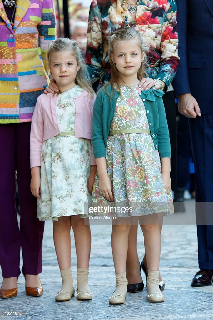 Princess Sofia of Spain (L) and Princess <a gi-track='captionPersonalityLinkClicked' href=/galleries/search?phrase=Leonor+-+Princess+of+Asturias&family=editorial&specificpeople=6328965 ng-click='$event.stopPropagation()'>Leonor</a> of Spain (R) attend Easter Mass at the Cathedral of Palma de Mallorca on March 31, 2013 in Palma de Mallorca, Spain.