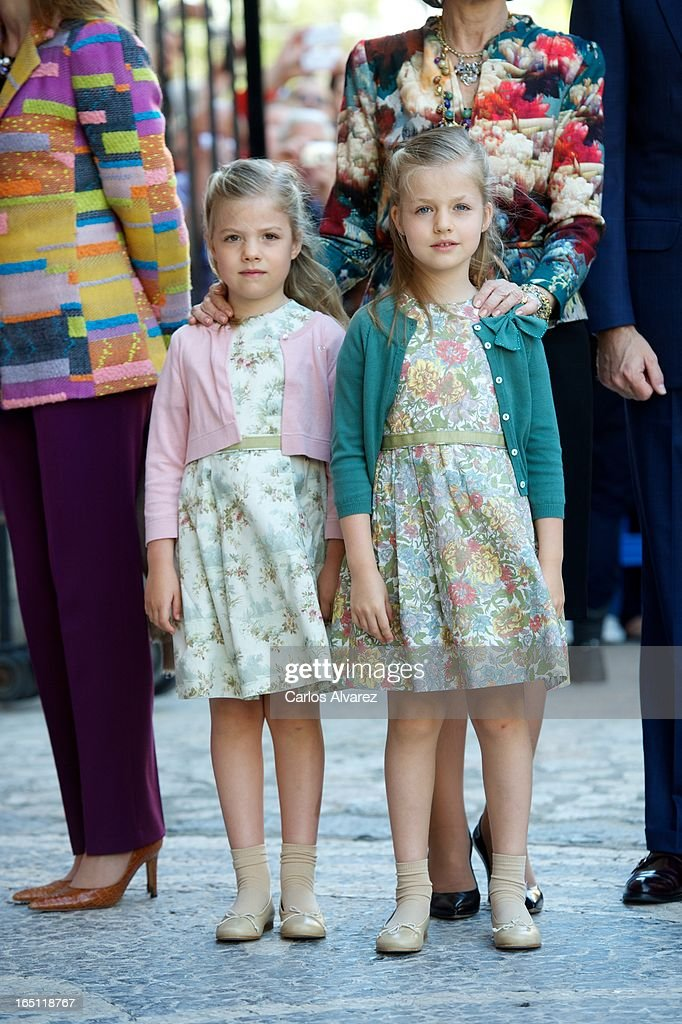 Princess Sofia of Spain (L) and Princess Leonor of Spain (R) attend Easter Mass at the Cathedral of Palma de Mallorca on March 31, 2013 in Palma de Mallorca, Spain.