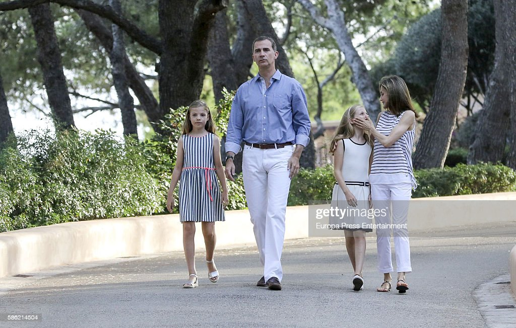 Princess Sofia of Spain, King Felipe VI of Spain, Princess Leonor of Spain and Queen Letizia of Spain pose for the photographers at the Marivent Palace on August 4, 2016 in Palma de Mallorca, Spain.