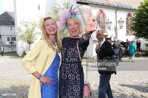 princess-vanessa-zu-saynwittgenstein-and-her-sister-prinzessin-lilly-picture-id586437458