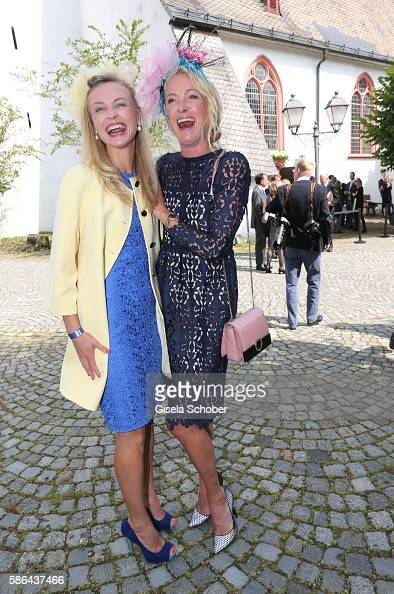 princess-vanessa-zu-saynwittgenstein-and-her-sister-prinzessin-lilly-picture-id586437466
