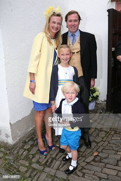 princess-vanessa-zu-saynwittgenstein-with-her-children-selina-and-picture-id586436872