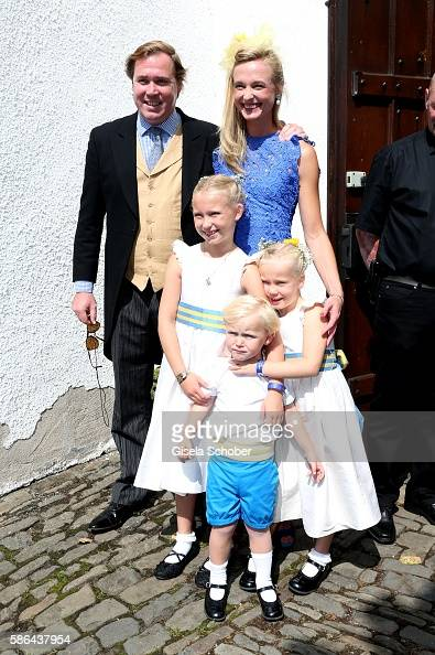 princess-vanessa-zu-saynwittgenstein-with-her-children-selina-and-picture-id586437954