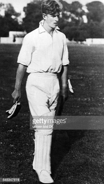 Prinz Philip* Duke of EdinburghPrince consort to Queen Elizabeth IIPhilip playing cricket as pupil of Gordonstoun 1939