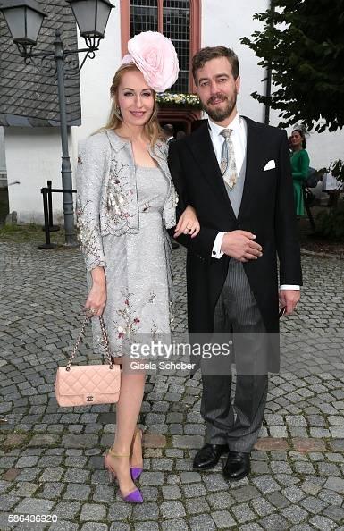 prinzessin-elna-margret-zu-bentheim-und-steinfurt-and-her-husband-picture-id586436920