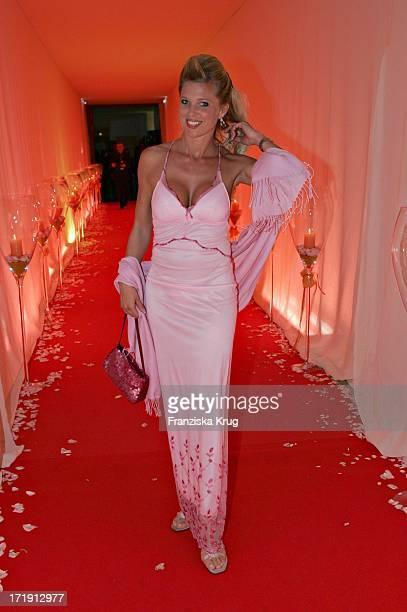 Prinzessin Maja Von Hohenzollern Beim Rosenball Im Hotel Interconti Zugunsten Der Deutschen Schlaganfallhilfe In Berlin Am 050604
