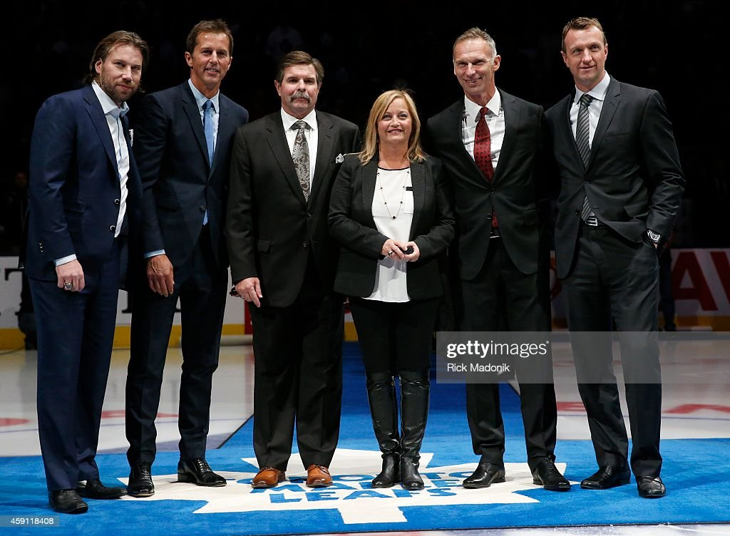TORONTO NOVEMBER 14 Prior to the game 6 new inductees to the Hockey Hall of Fame were announced From left Peter Forsberg Rob Blake Bill McCreary Line...