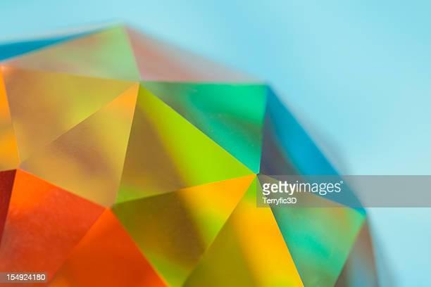 プリズムファセット加工クリスタルの球体、色のスペクトル