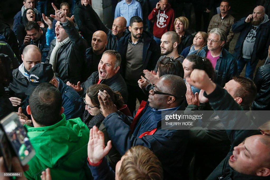 Prison employees react as they take part in votes during a general assembly during a strike of prison guards at the prison of Vorst in Brussels on May 30, 2016. Today prison employees of Walloon and Brussels prisons, who have been on strike for more than a moth, will vote a proposed agreement. The guards are demanding extra pay, extra staff and better working conditions. / AFP / BELGA / THIERRY ROGE / Belgium OUT