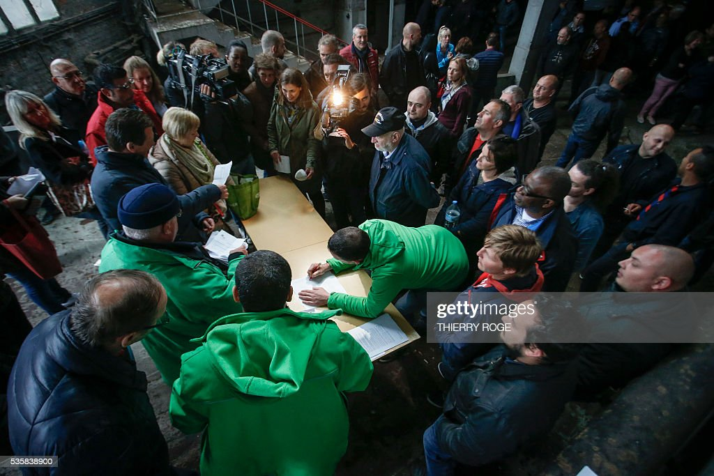 Prison employees take part in votes during a general assembly during a strike of prison guards at the prison of Vorst in Brussels on May 30, 2016. Today prison employees of Walloon and Brussels prisons, who have been on strike for more than a moth, will vote a proposed agreement. The guards are demanding extra pay, extra staff and better working conditions. / AFP / BELGA / THIERRY ROGE / Belgium OUT