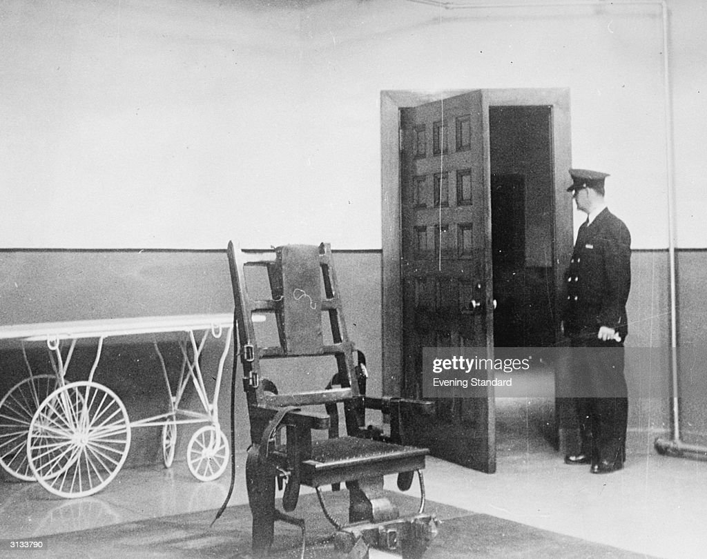 Real electric chair execution photos - A Prison Guard Stood In The Electric Chair Room At Sing Sing Prison New York
