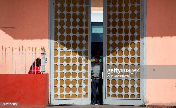 A prison warden closes the door of the Oukacha prison in the Moroccan city of Casablanca on October 18 2017 / AFP PHOTO / FADEL SENNA
