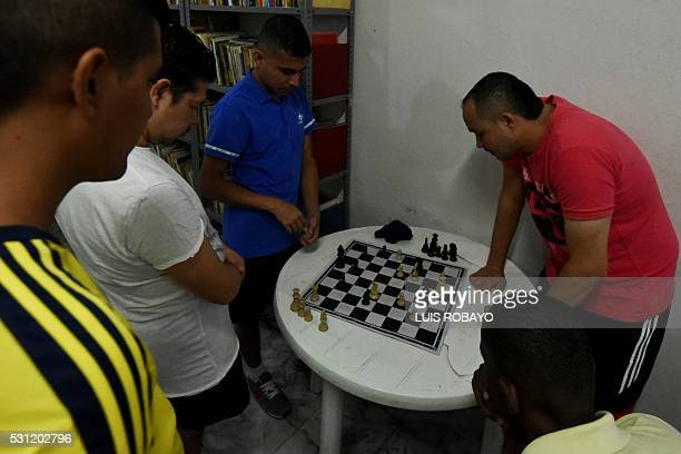 Prisoners playing chess in Villahermosa jail in Cali Colombia on May 12 2016 Secretary of Health and prison authorities began sessions of prevention...