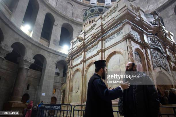 prists are seen outside The tomb of Jesus Christ in the Church of the Holy Sepulchre on March 21 2017 in Jerusalem Israel The tomb of Jesus Christ in...