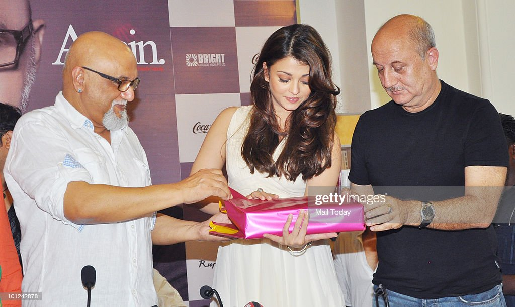 Pritish Nandy and Bollywood actors Aishwarya Rai Bachchan and Anupam Kher unveil Nandy�s book of poems 'Again' in Mumbai on May 27, 2010.