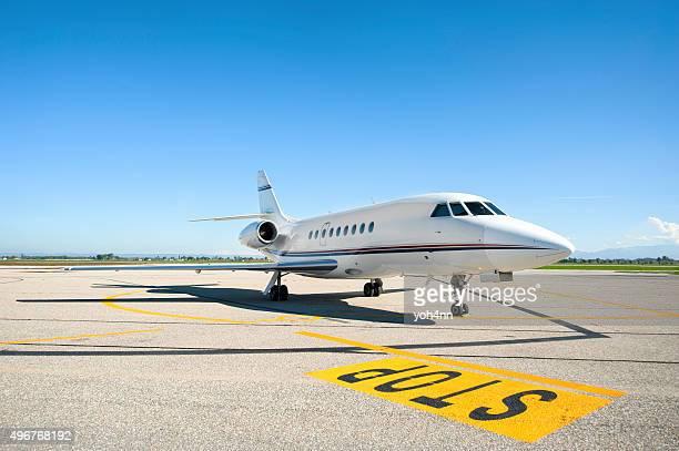Avion privé sur les pistes