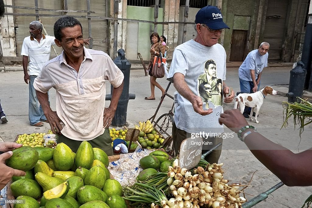 Private street vendors sell produce November 12, 2012 in Havana, Cuba. New business regulations in the communist country have allowed thousands of citizens to make money for themselves for the first time since 1959.
