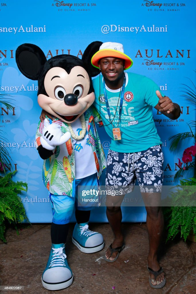 Pro Bowl running back <a gi-track='captionPersonalityLinkClicked' href=/galleries/search?phrase=LeSean+McCoy&family=editorial&specificpeople=4484228 ng-click='$event.stopPropagation()'>LeSean McCoy</a> of the Philadelphia Eagles gets in the Aloha spirit with Mickey Mouse during a NFLPA Pro Bowl players reception at Aulani, a Disney Resort & Spa, Ko Olina on January 24, 2014 in Kapolei, Hawaii.