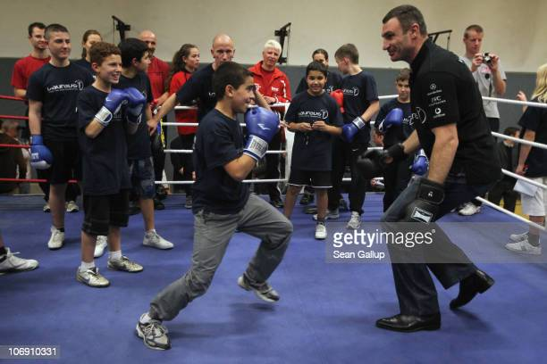 Pro boxer Vitali Klitschko spars with children at the 'Kick im Boxring' at the TC Gruen Weiss boxing hall in Treptow district on November 16 2010 in...