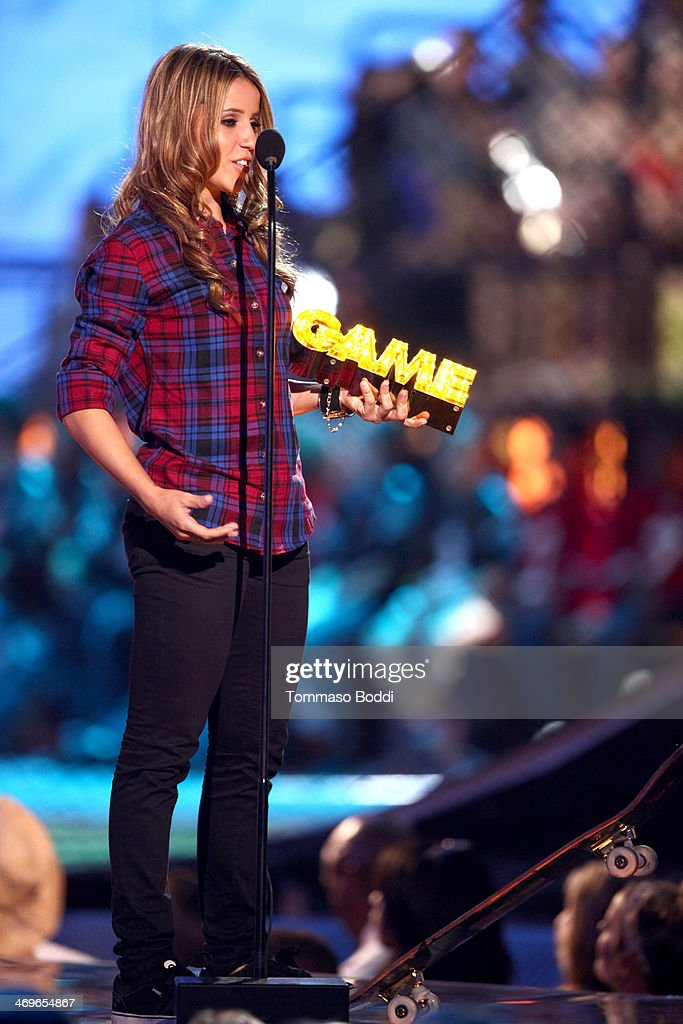 Pro skateboarder Leticia Bufoni accepts the She Got Game award onstage during the 4th Annual Cartoon Network Hall Of Game Awards held at the Barker Hangar on February 15, 2014 in Santa Monica, California.