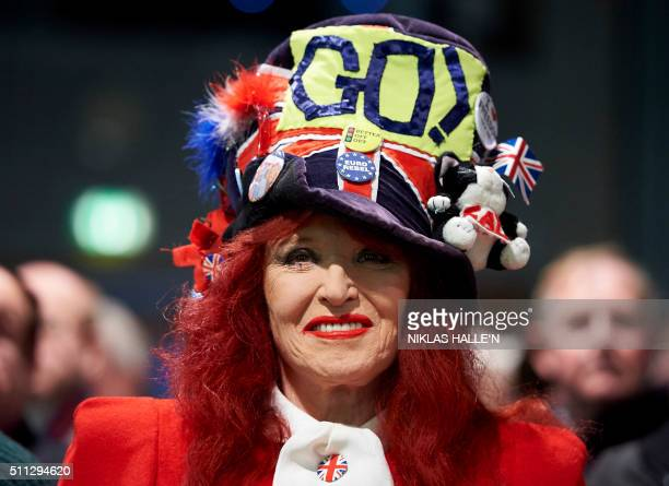 A proBrexit campaigner smiles at a public meeting by proBrexit campaigners central London on February 19 2016 / AFP PHOTO / NIKLAS HALLE'N