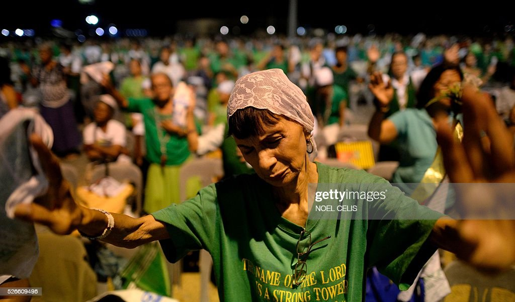 Pro-Catholic Born again religious group El Shaddai gather during a prayer vigil overnight celebration in Manila on May 1, 2016. More than 17,000 positions ranging from president to town councillors will be contested when the Philippines holds national elections on May 9, 2016. About 80 percent of the Philippines' 100 million people are Catholic, a legacy of Spanish colonial rule that ended in the late 1800s. / AFP / NOEL