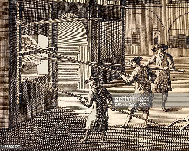 Processing of molten glass in the furnace engraving Italy 18th century