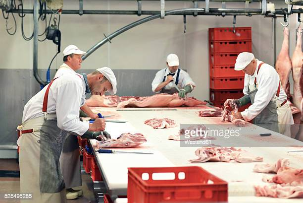 Processing of pig carcasses in a slaughterhouse