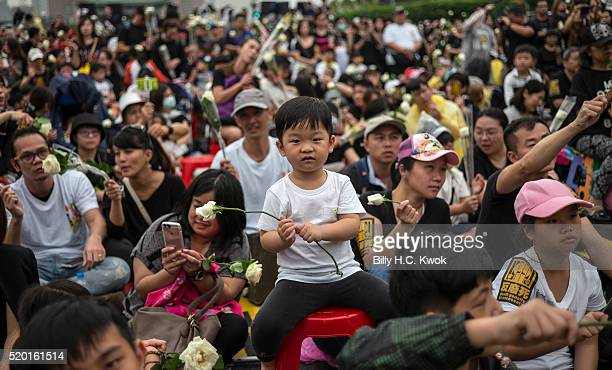 Prodeath penalty supporters holding white roses gather outside Presidential Palace on April 10 2016 in Taipei Taiwan Hundreds people come out to...