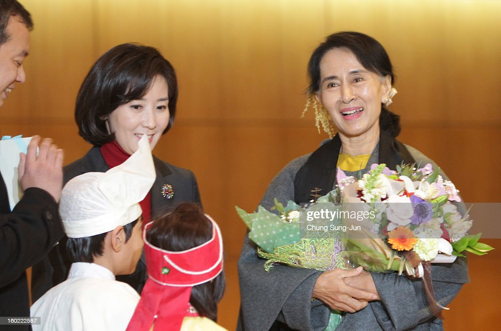 Pro-democracy leader <a gi-track='captionPersonalityLinkClicked' href=/galleries/search?phrase=Aung+San+Suu+Kyi&family=editorial&specificpeople=214208 ng-click='$event.stopPropagation()'>Aung San Suu Kyi</a> (R) arrives at Incheon International Airport on January 28, 2013 in Incheon, South Korea. Myanmar opposition party leader and Nobel Peace Prize laureate arrived in South Korea for a 5-day visit