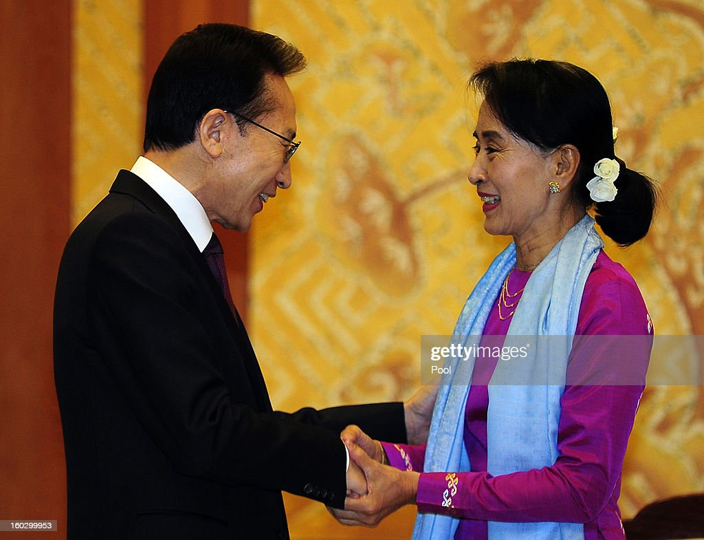 Pro-democracy leader Aung San Suu Kyi (R) shakes hands with South Korean President Lee Myung-Bak during their meeting at the presidential house on January 29, 2013 in Seoul, South Korea. Myanmar opposition party leader and Nobel Peace Prize laureate arrived in South Korea for a 5-day visit including attend the PyeongChang Special Olympic.