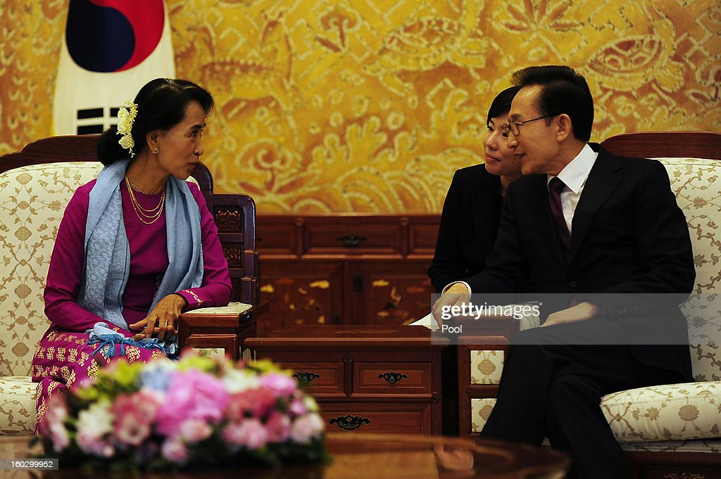 Pro-democracy leader Aung San Suu Kyi (L) talks hands with South Korean President Lee Myung-Bak during their meeting at the presidential house on January 29, 2013 in Seoul, South Korea. Myanmar opposition party leader and Nobel Peace Prize laureate arrived in South Korea for a 5-day visit including attend the PyeongChang Special Olympic.