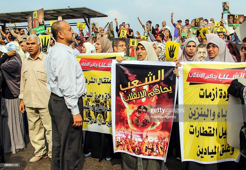 Pro-democracy protesters gather in Alexandria on November 4, 2013 to denounce the Morsi's trial.