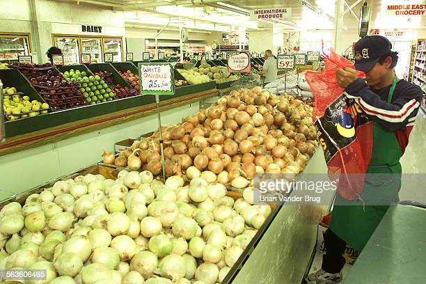 A produce stock clerk stacks onions in the produce section of A–1 Produce and Veggie Lovers Deli in Northridge on Wednesday June 5 2002 DIGITAL IMAGE
