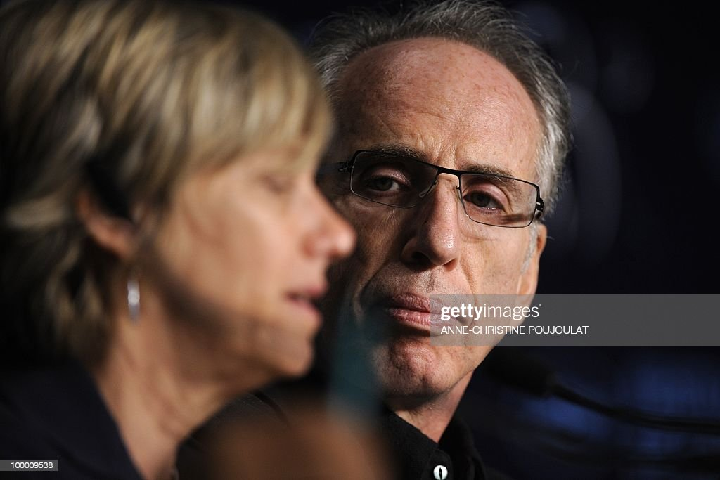 US producer and director Jerry Zucker (R) attends the press conference of 'Fair Game' presented in competition at the 63rd Cannes Film Festival on May 20, 2010 in Cannes.