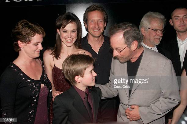 Producer Bonnie Curtis Frances O'Connor Sam Robards Haley Joel Osment Steven Spielberg producer Jan Harlan and Jude Law at the premiere for AI...