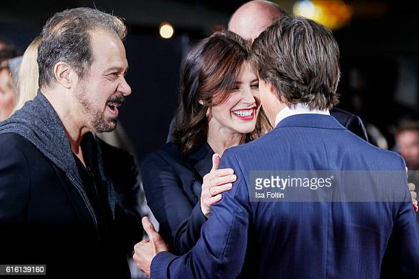 US producer Edward Zwick US actor Tom Cruise and canadian actress and model Cobie Smulders attend the 'Jack Reacher Never Go Back' Berlin Premiere at...