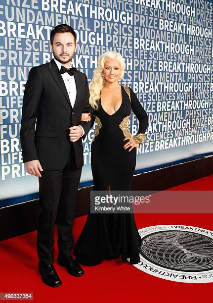 Producer Fiance Matthew Rutler and singer/songwriter Christina Aguilera attend the 2016 Breakthrough Prize Ceremony on November 8 2015 in Mountain...
