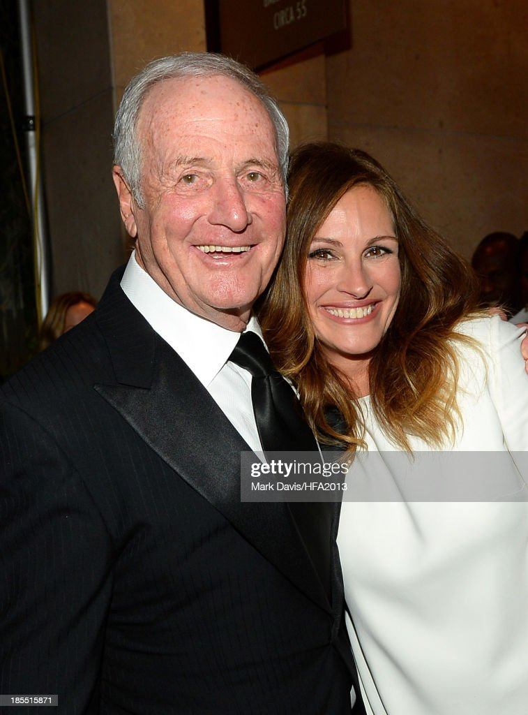 Producer <a gi-track='captionPersonalityLinkClicked' href=/galleries/search?phrase=Jerry+Weintraub&family=editorial&specificpeople=212833 ng-click='$event.stopPropagation()'>Jerry Weintraub</a> (L) and actress <a gi-track='captionPersonalityLinkClicked' href=/galleries/search?phrase=Julia+Roberts&family=editorial&specificpeople=202605 ng-click='$event.stopPropagation()'>Julia Roberts</a> arrive at the 17th annual Hollywood Film Awards at The Beverly Hilton Hotel on October 21, 2013 in Beverly Hills, California.